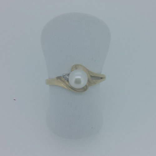 10k Yellow Gold Single Pearl Ring